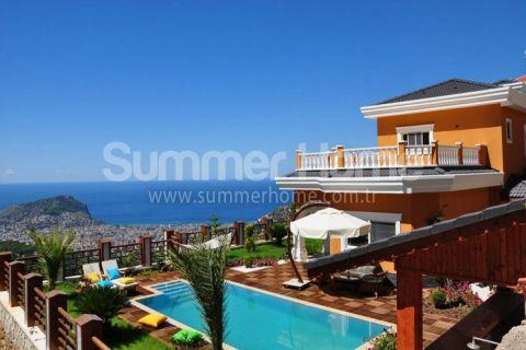 Вилла с изысканным дизайном и панорамным видом в Алании
