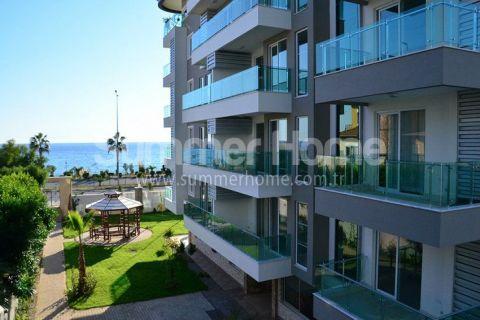 Апартаменты в комплексе на первой береговой линии в Кестеле