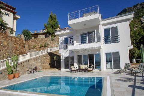 Moderne Villa in den schönen Berghängen von Tepe, Alanya