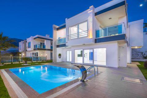 Alanya Kargıcak'ta Muhteşem Çevreye Sahip, Zarif Yüksek Kaliteli Villa