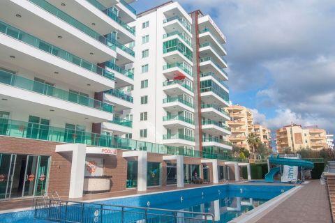 Bel appartement à un prix abordable dans un excellent emplacement à Tosmur, Alanya