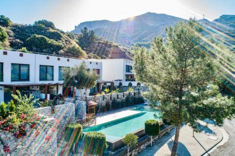 Maisons de ville duplex d'élite avec vue mer et montagne parfaite à Kyrenia, Chypre