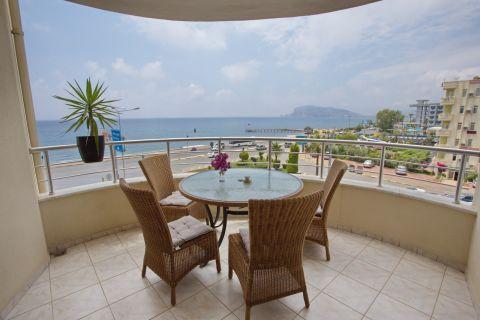 Appartement de revente offrant une vue imprenable sur la mer à Tosmur, Alanya