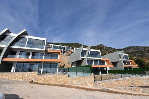 Uusi futuristinen huvila myytävänä Tepessä, Alanyassa