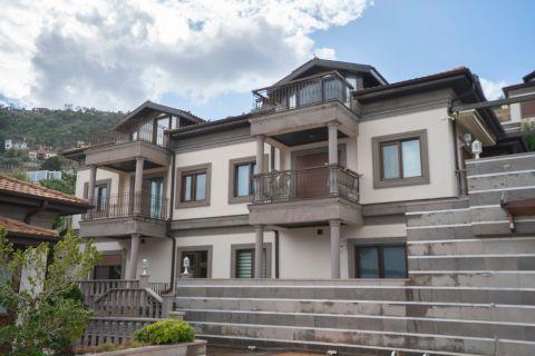 Villa ze wspaniałym widokiem na morze w pobliżu Wzgórza Zamkowego na sprzedaż