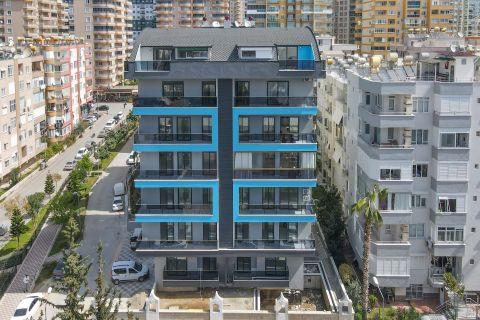 Complexe accentué de bleu avec diverses options d'appartements à Mahmutlar
