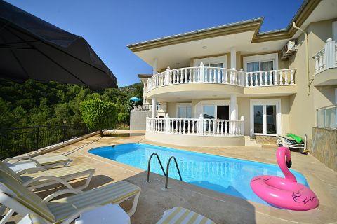 Luxuriöse Villa mit drei Schlafzimmern und Panoramablick auf Alanya