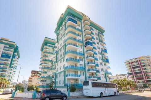 fully furnished three-bedroom apartment in Mahmutlar
