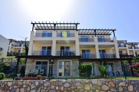 Möbliertes Apartment mit 1 Schlafzimmer und Meerblick in Tuzla, Bodrum