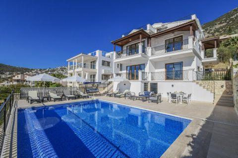 Five-bedroom restful villa with private pool in Kalkan