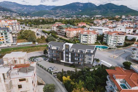 Moderne Anlage mit Steindesign zum Verkauf in Oba